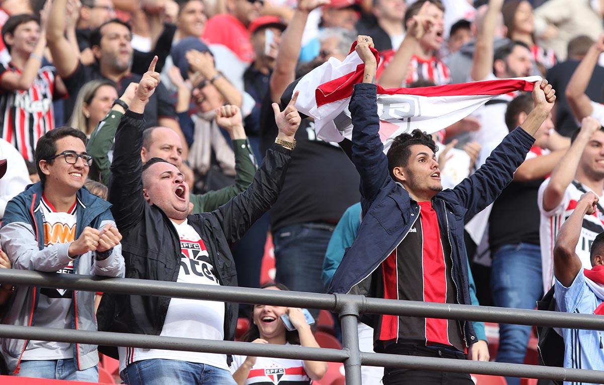 Governo de São Paulo prevê público nos estádios para o mês novembro