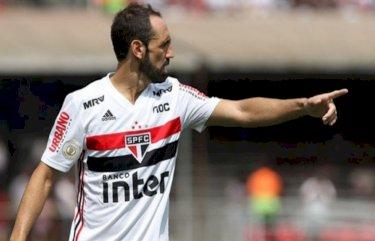 """""""Juanfran me procurou dizendo que não gostaria de ficar na reserva em seu último jogo, não queria vir"""" diz Vizzoli"""
